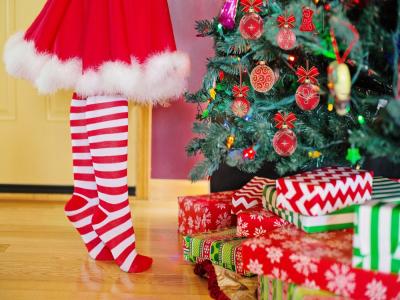 Cette année, la Ville de Louviers encourage ses habitants à offrir des cadeaux de Noël vendus par les commerçants locaux.