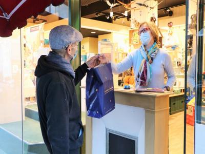 Anne-Christine Lecheminant, co-gérante de la boutique Le bonhomme de bois, n'avait pas mis en place la commande en drive lors du premier confinement. En novembre, cela paraissait inévitable!