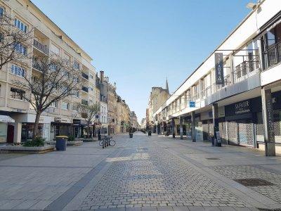 Le 17 mars 2020 a marqué le début du confinement. La célèbre rue commerçante Saint-Pierre était déserte.