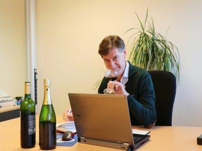 Fabrice Mauge, fondateur de Vino Virtual, une start-up lancée en février 2020. Il organise des salons virtuels dédiés aux professionnels du vin et des spiritueux.