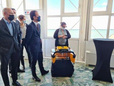 Parmi les usages possibles de la 5G, le pilotage à distancede ce robot qui peut ramasser 30 litres de déchets.