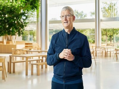 Tim Cook, le patron d'Apple, prononce un discours à Apple Park, à Cupertino, en Californie, le 10 novembre 2020