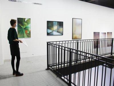L'étage du Frac est consacré à la photographie et à ses échos avec l'abstraction. L'accrochage s'organise selon un nuancier.    Elodie Laval