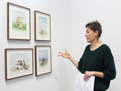 Dans cette série d'aquarelles, Florim Hasani qui vit et travaille en Normandie depuis qu'il a fui le Kosovo, imagine des monuments fictifs en ruine: une réflexion sur le rapport de l'homme à son territoire.    Elodie Laval