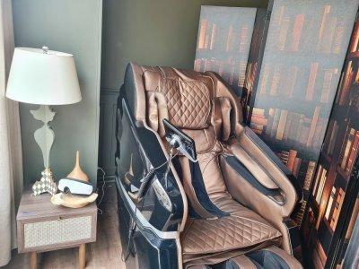 Un fauteuil à zéro gravité, qui permet de se détendre et de se relaxer en pratiquant aussi la micro-sieste.