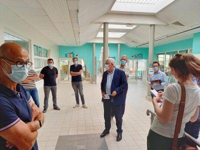 Visite du chantier par le maire, président de l'agglo, Yves Goasdoué.