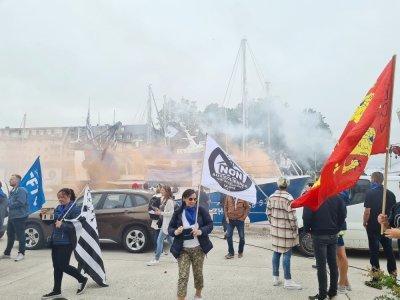 Une marche pacifique à laquelle ont participé plusieurs centaines de pêcheurs normands et bretons. Tous sont inquiets pour l'avenir de leur métier.