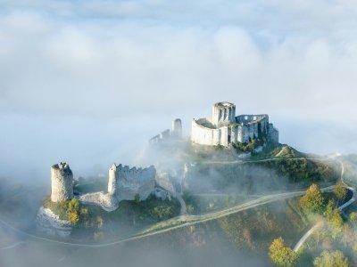 Vue imprenable sur le Château Gaillard, forteresse du XIIe siècle construite par Richard Cœur de Lion. - Francis Cormon