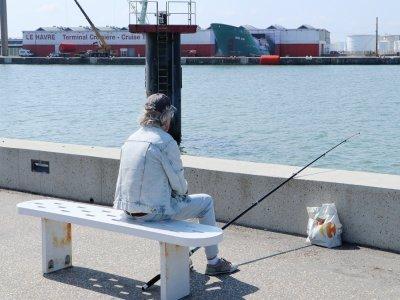 L'oeuvre a été dévoilée, sous l'oeil des passants et des pêcheurs.