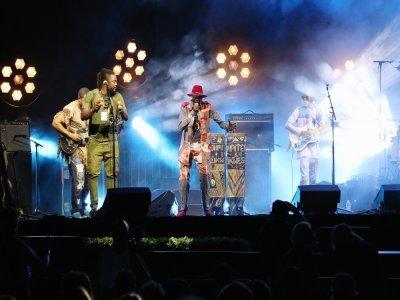 Le rockeur africain est parvenu à faire danser les festivaliers.