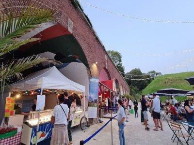 Trois food-trucks et le restaurant l'Orangerie sont là pour restaurer les spectateurs.