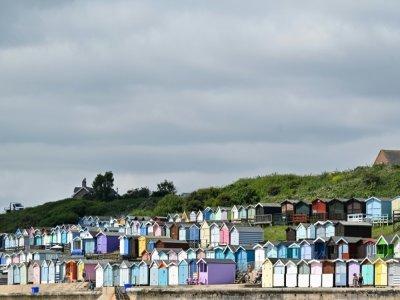 Les cabines de plage colorées de Walton-on-the-Naze, le 15 juillet 2021 dans l'est de l'Angleterre    Justin TALLIS [AFP]