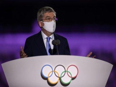 Le président du Comité International Olympique, Thomas Bach, prononce un discours lors de la cérémonie d'ouverture des Jeux Olympiques, le 23 juillet 2021 au Stade Olympique à Tokyo    HANNAH MCKAY [POOL/AFP]