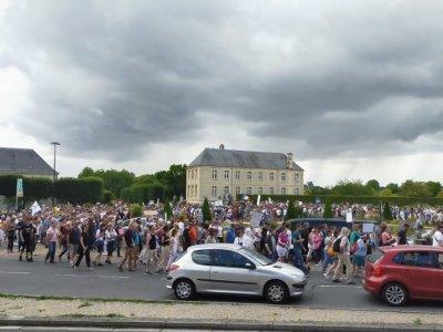 Manifestation dans les rues de Caen .