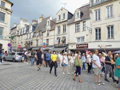 La manifestation est ensuite descendue vers le port de plaisance, en passant parla place Malherbe et la rue Saint-Pierre.    Mathieu Marie
