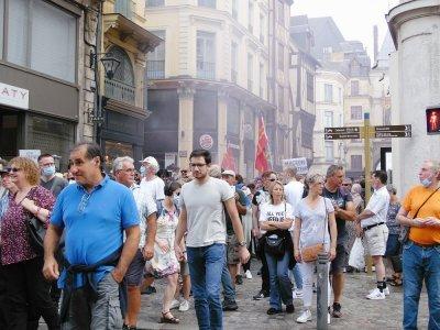 Les manifestants rouennais ont défilé par centaines dans les rues du centre-ville.    Guillaume Lemoine