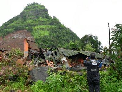 Sur le lieu d'un glissement de terrain dû à la mousson, à Taliye, en Inde, le 24 juillet 2021    INDRANIL MUKHERJEE [AFP]