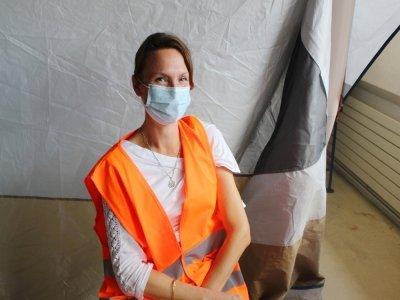 Toujours en déplacement, Hélène Vauléon, directrice qualité du groupe Degrenne, a enfin pu se faire vacciner.    Cassandre Dewaegeneire