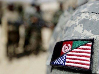 L'insigne de manche d'un interprète afghan d'une unité de l'armée américaine, portant les drapeaux des deux pays, près de la localité afghane de Jellawar, le 9 septembre 2010    PATRICK BAZ [AFP]
