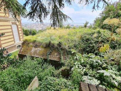 Le PC Flak se situe dans le jardin d'une copropriété. L'association doit toujours prévenir avant de venir le faire visiter.