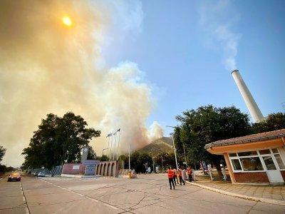 Le feu s'approchant de la centrale thermique de Kemerkoy, en Turquie, le 4 août 2021    SERDAR GURKAN [AFP]