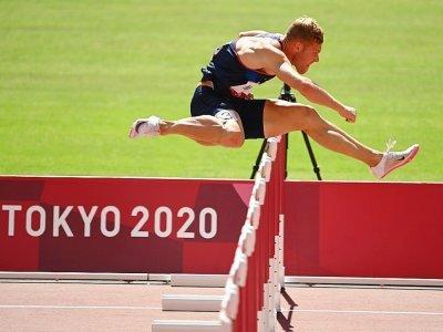 Le Français Kevin Mayer lors de l'épreuve de décathlon du 110 m haies des Jeux olympiques de Tokyo le 5 août 2020    Ina FASSBENDER [AFP]