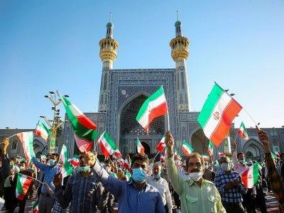Des partisans du président élu de l'Iran, Ebrahim Raïssi, applaudissent au sanctuaire de l'Imam Reza dans la ville de Mashhad, dans le nord-est de l'Iran, le 22 juin 2021    Mohsen Esmaeilzadeh [ISNA NEWS AGENCY/AFP/Archives]