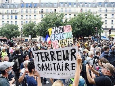 Des manifestants contre le pass sanitaire à Paris, le 31 juillet 2021 - Alain JOCARD [AFP]