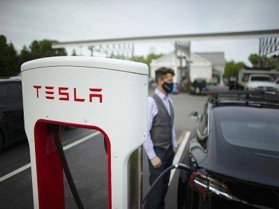 Une station de recharge pour voitures électriques à Parsippany, dans le New Jersey, le 6 mai 2021    Kena Betancur [AFP/Archives]