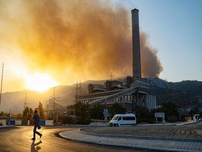 L'incendie menace la centrale thermique de Milas (nord de la Turquie), le 4 août 2021    Yasin AKGUL [AFP]