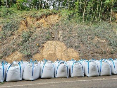 Des Big Bags vont être installés en bas des talus pour sécuriser la route.