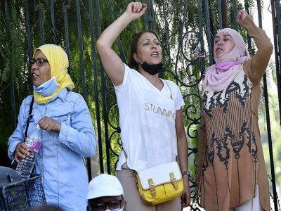 Des partisans du parti d'inspiration islamiste Ennahdha manifestent contre le président tunisien Kais Saied à Tunis, le 26 juillet 2021    FETHI BELAID [AFP]
