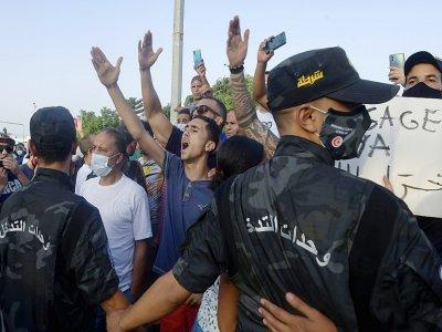 Des partisans du président tunisien Kais Saied, le 26 juillet 2021 à Tunis    FETHI BELAID [AFP]