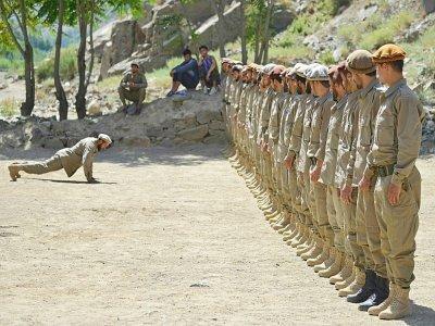 De jeunes recrues s'entraînent dans le Panchir, le 21 août 2021    Ahmad SAHEL ARMAN [AFP]