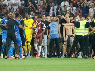 Incidents lors du match Nice-Marseille après le jet d'une bouteille sur le joueur de l'OM Dimitri Payet, le 22 août 2021    Valery HACHE [AFP]