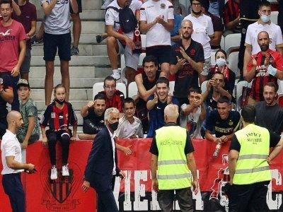 Le président de Nice Jean-Pierre Rivère après s'être adressé à ses supporteurs, lors du match contre l'OM, le 22 août 2021    Valery HACHE [AFP]