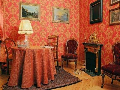 L'aménagement de la maison familiale nous renseigne sur le mode de vie de la famille.    Maison familiale Martin