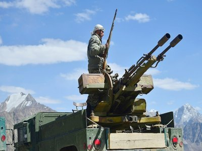 Des membres du mouvement de résistance afghan et des forces anti-talibans montent la garde dans un avant-poste à Kotal-e Anjuman, dans la province de Panjshir, le 23 août 2021    Ahmad SAHEL ARMAN [AFP]