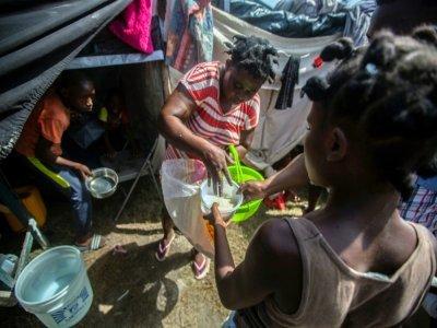 Un campement pour les personnes qui ont perdu leur maison pendant le séisme, le 23 août 2021 aux Cayes, en Haïti    Richard Pierrin [AFP]
