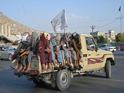 Des talibans armés en patrouille dans une rue de Kaboul, le 23 août 2021    Wakil KOHSAR [AFP]