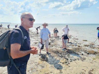 Un agent des affaires maritimes a informé les pêcheurs à pied sur le risque d'isolement par la marée.
