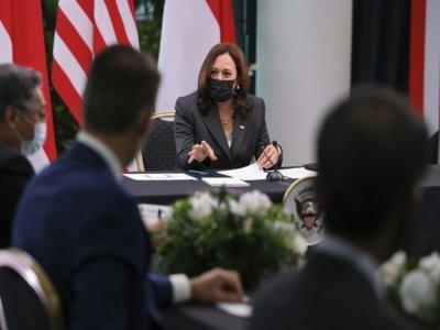 La vice-présidente américaine Kamala Harris lors d'une table ronde à Singapour, le 24 août 2021    EVELYN HOCKSTEIN [POOL/AFP]