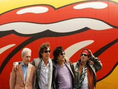 Le batteur des Rolling Stones, Charlie Watts (à gauche) au côté de, dans l'ordre, Mick Jagger, Ron Wood et Keith Richards, à New York le 7 mai 2002    STAN HONDA [AFP/Archives]