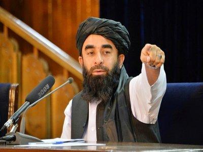 Zabihullah Mujahid, porte-parole taliban, lors d'une conférence de presse à Kaboul le 24 août 2021    Hoshang Hashimi [AFP]