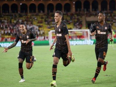 La joie de l'attaquant brésilien du Shakhtar Donetsk, Pedrinho, après avoir ouvert le score contre Monaco, lors du barrage aller de qualification pour la Ligue des Champions, le 17 août 2021 au Stade Louis II - Valery HACHE [AFP/Archives]