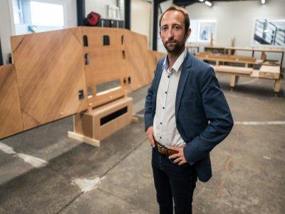 Jérémy Caussade, un des fondateurs et le président de Aura Aéro pose dans le hangar de l'entreprise le 24 août 2021 à Cugnaux, près de Toulouse    Fred SCHEIBER [AFP]