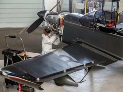 Prototype d'avion sans émission de CO2 dans le hangar d'Aura Aero, le 24 août 2021 à Cugnaux, près de Toulouse    Fred SCHEIBER [AFP]