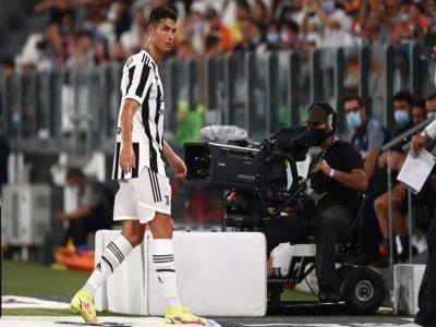 La star de la Juventus Cristiano Ronaldo lors d'un changement, en match amical contre l'Atalanta, le 14 août 2021 à Turin    MARCO BERTORELLO [AFP]