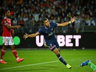 L'attaquant du PSG Kylian Mbappé après un but à Brest, le 20 août 2021    LOIC VENANCE [AFP/Archives]