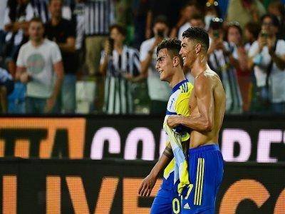 Paulo Dybala et Cristiano Ronaldo, à l'issue d'un match de Serie A avec la Juventus, à Udine, le 22 août 2021    MIGUEL MEDINA [AFP]